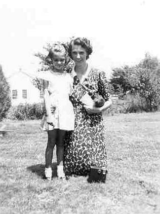 22 Mom and Sue - 1944
