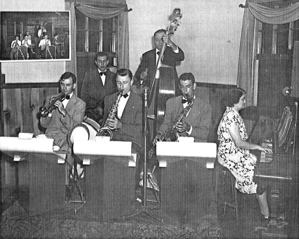 01 Doerhoff Orchestra: Ray, Norman, Leonard, Steve (Dad), Emil and Ida