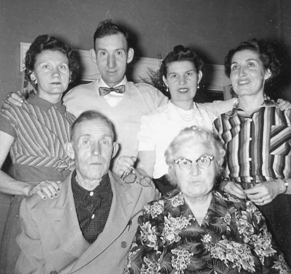 27 Lawrence and Elizabeth Buetel Schulte, Stella, Tony, Pat and Freda