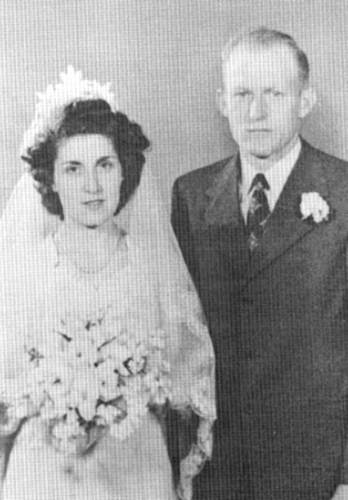 35 Wedding Photo - 1946 - Freda and Gene