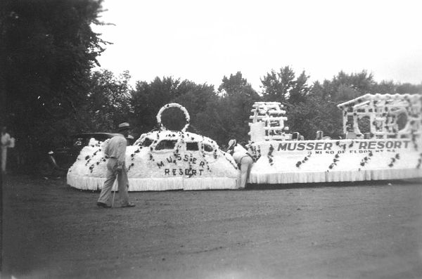 23 Musser's Resort Float before the Parade